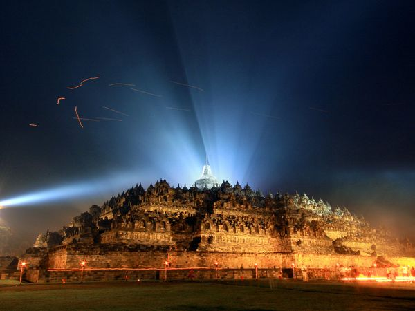 Borobudur in the night2